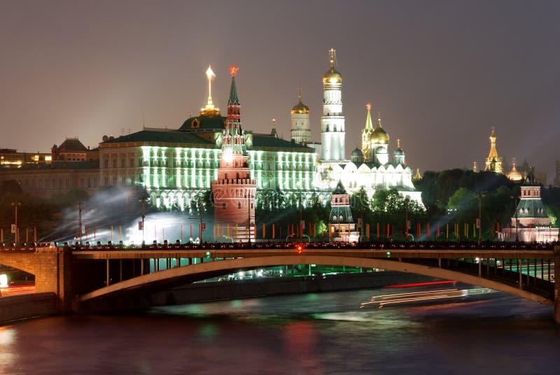 Fogo-de-artifício perto de Moscovo Kremlin imagens de stock royalty free