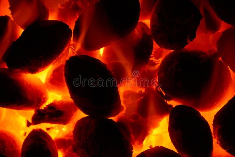 Fogo de incandescência de queimadura de carvão - fundo do close-up fotos de stock