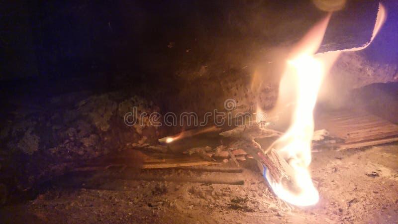 Fogo de madeira ardente fotos de stock royalty free