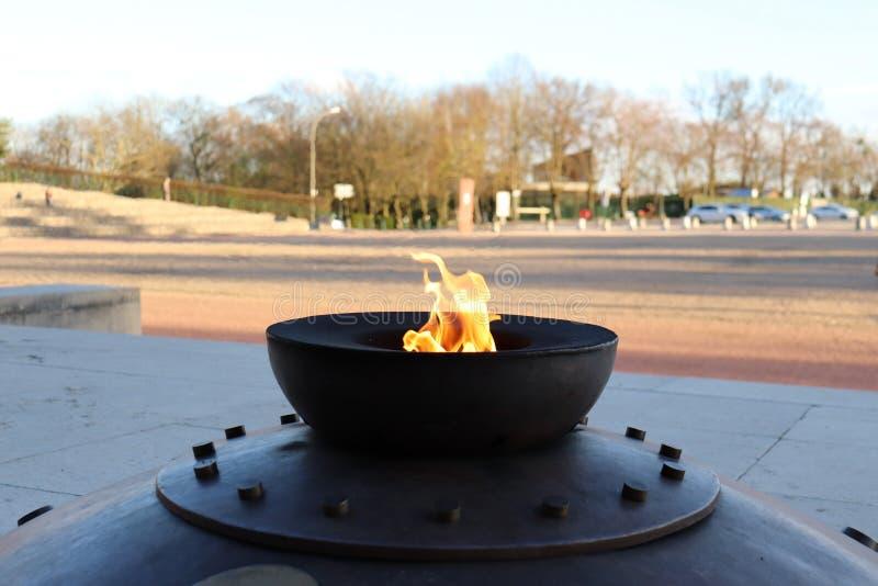 Fogo no memorial de guerra francês fotos de stock royalty free