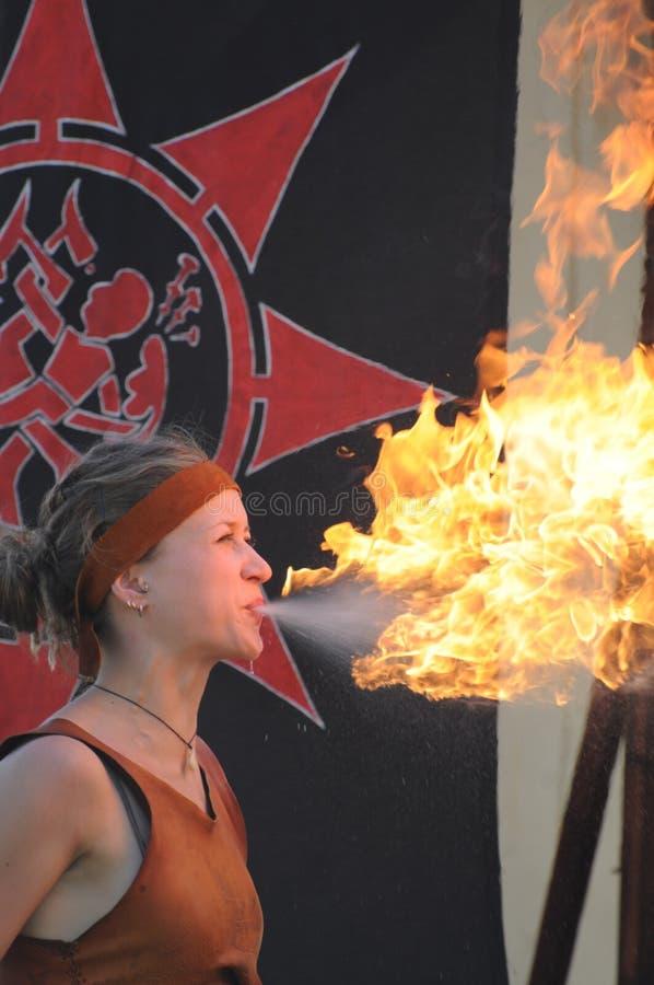 Fogo-respiradouro fêmea imagem de stock