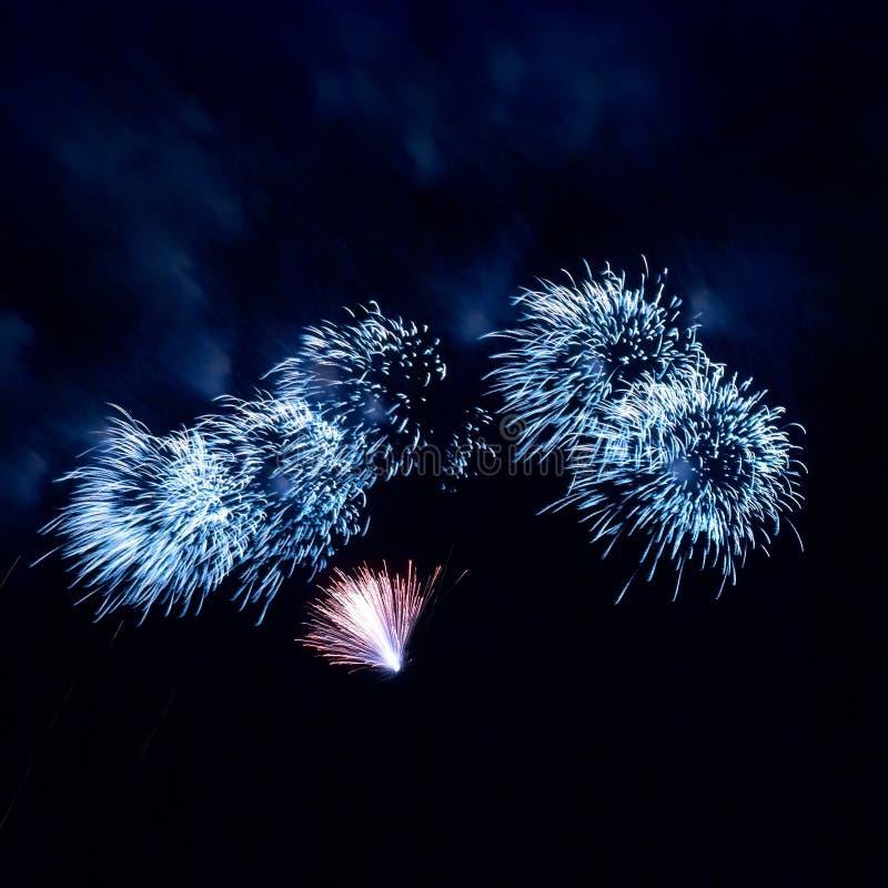 Download Fogos-de-artifício bonitos foto de stock. Imagem de feliz - 26524438