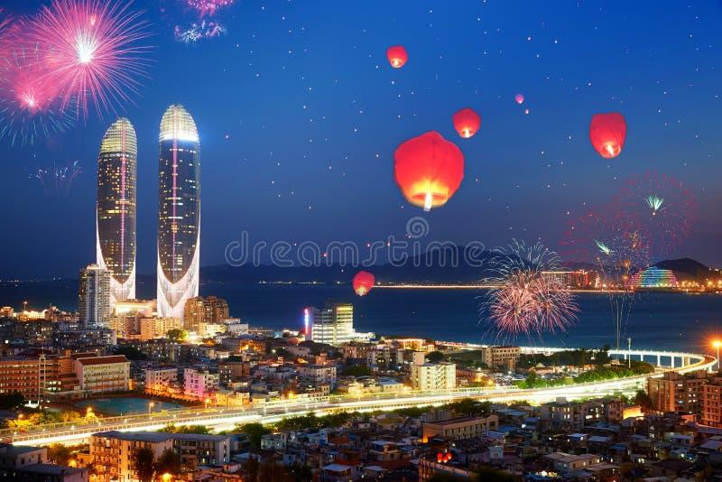 Fogos de artifício chineses felizes do ano novo, Xiamen, Fujian, China fotografia de stock