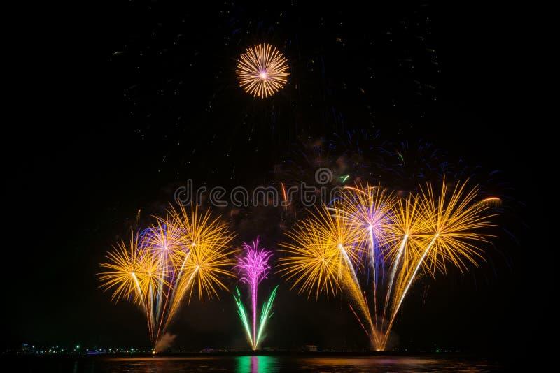 Fogos-de-artifício coloridos imagens de stock