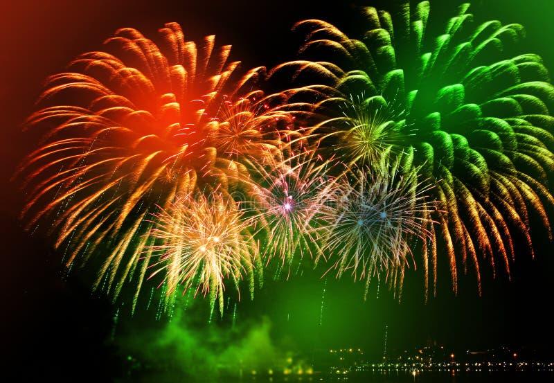 Fogos-de-artifício coloridos bonitos fotografia de stock royalty free