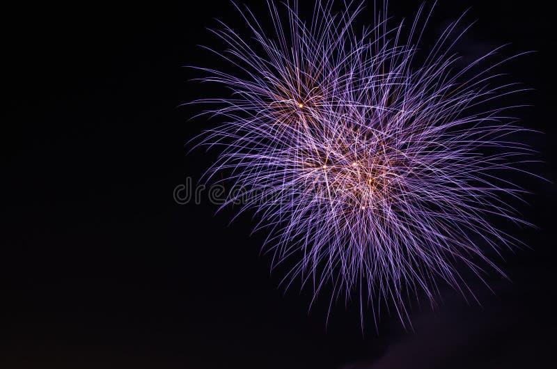 fogos-de-artifício coloridos brilhantes imagem de stock