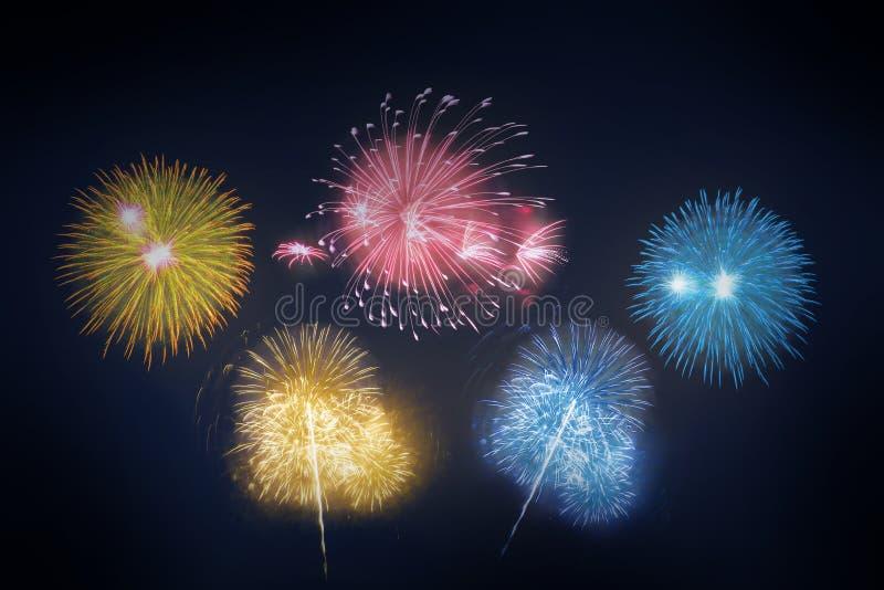 Fogos-de-artifício coloridos estrelados no fundo - abeto colorido bonito fotos de stock royalty free