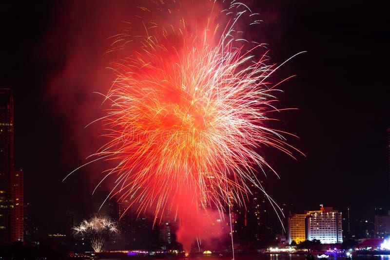 Fogos de artifício da contagem regressiva do ano novo Banguecoque 2018 Tailândia fotografia de stock royalty free