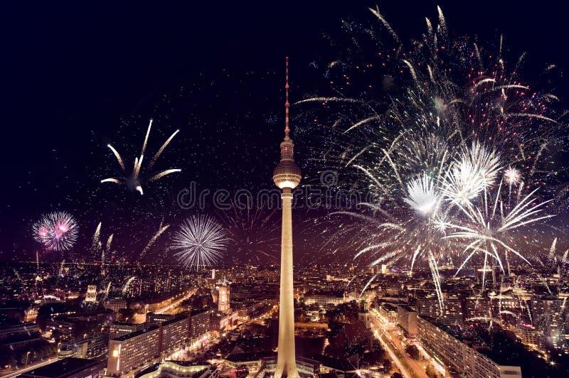Fogos-de-artifício da torre da tevê de Berlim fotografia de stock