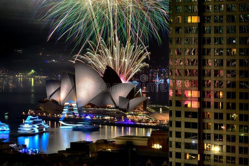 Fogos-de-artifício da véspera do ` s do ano novo, Sydney, Austrália foto de stock royalty free