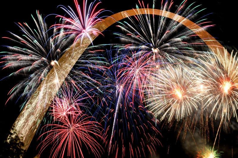 Fogos-de-artifício de cores múltiplas fotografia de stock