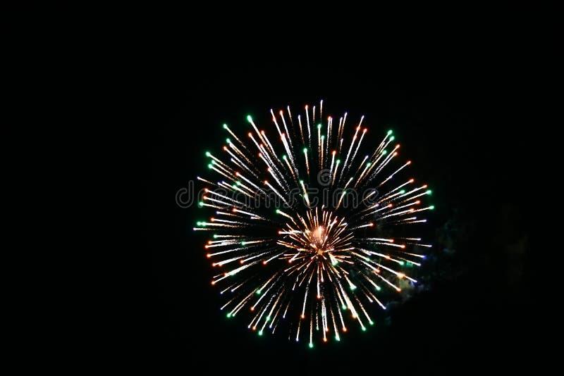 Fogos-de-artifício do dia de Canadá no céu 12 imagem de stock