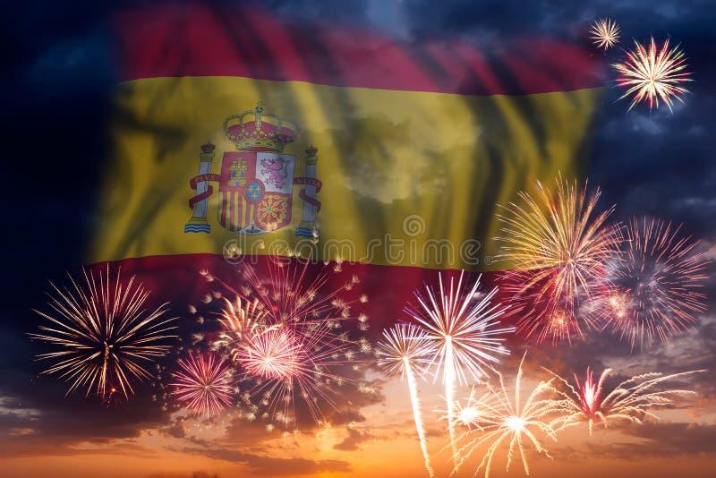Fogos-de-artifício e bandeira da Espanha fotografia de stock royalty free