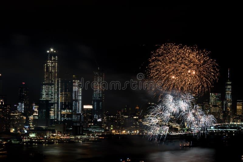 Fogos-de-artifício em Hudson River, New York City imagem de stock
