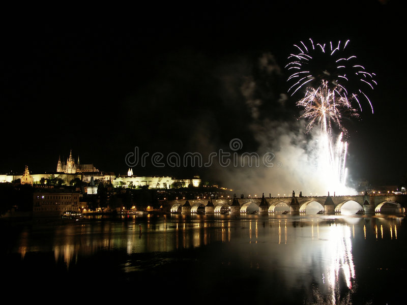 Fogos-de-artifício em Praga fotografia de stock royalty free