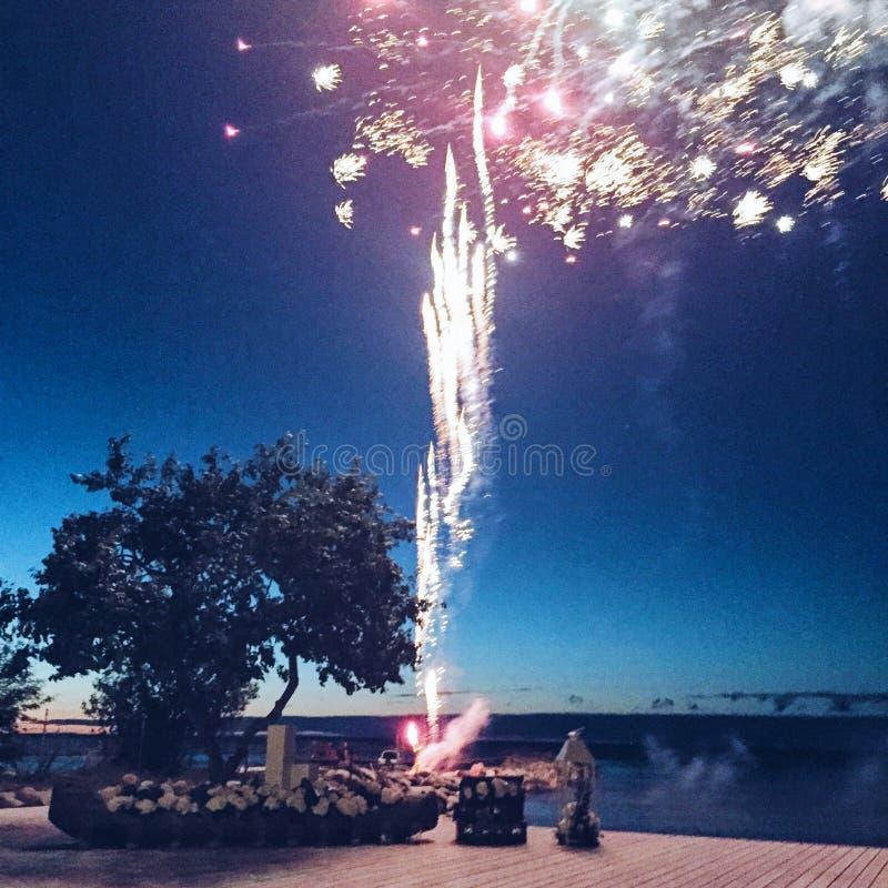 Fogos de artifício felizes foto de stock