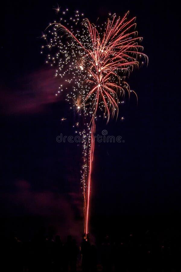 Fogos de artifício festivos populosos imagens de stock