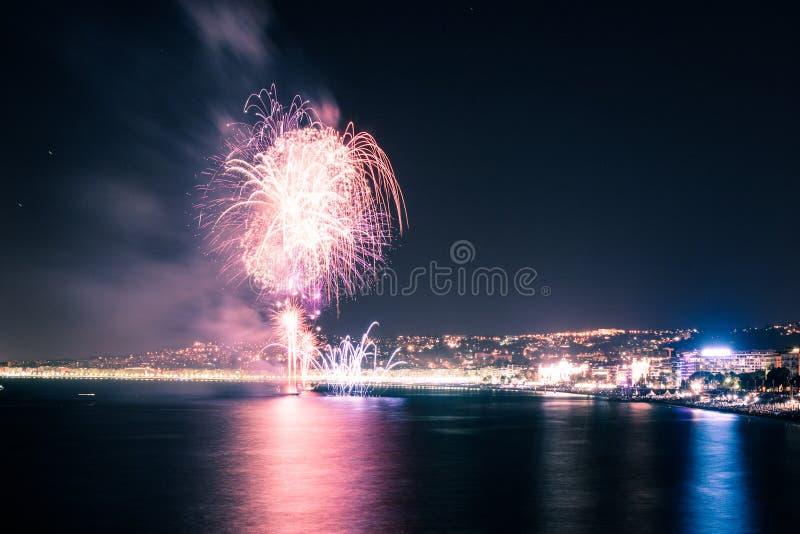 Fogos-de-artifício Na água Fotos de Stock Royalty Free