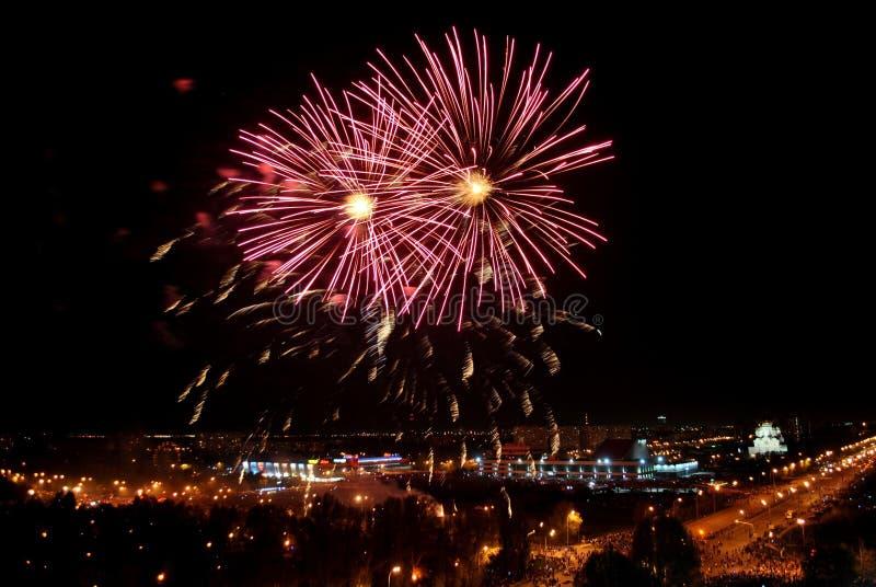 Fogos de artifício na cidade de Togliatti em honra da celebração do 74th aniversário do fim da grande guerra patriótica fotos de stock