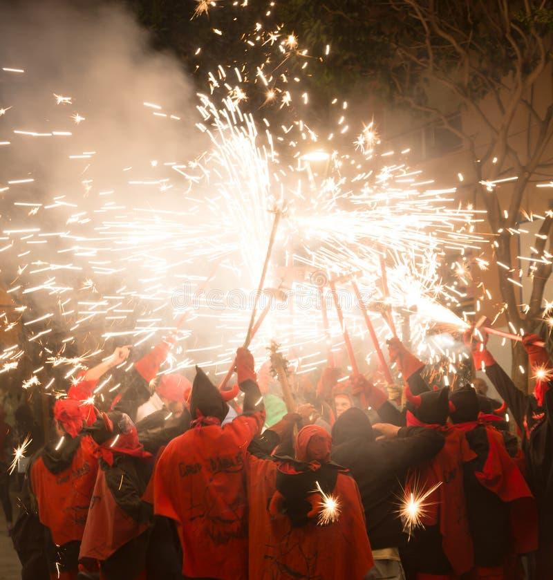 Fogos-de-artifício na noite em badalona imagem de stock
