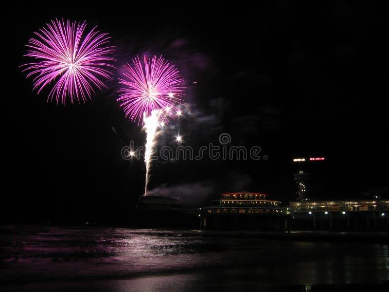 Fogos-de-artifício na praia foto de stock