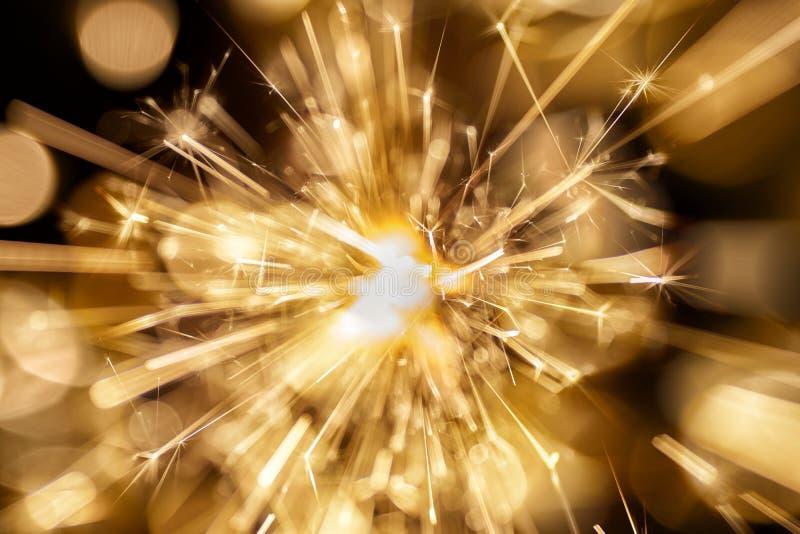 Fogos-de-artifício no fundo escuro fotografia de stock