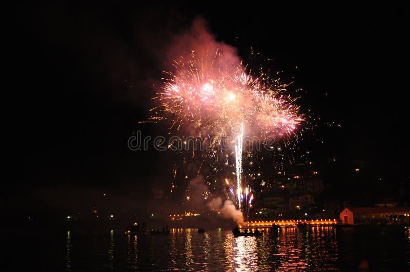 Fogos-de-artifício no mar croatia fotos de stock royalty free