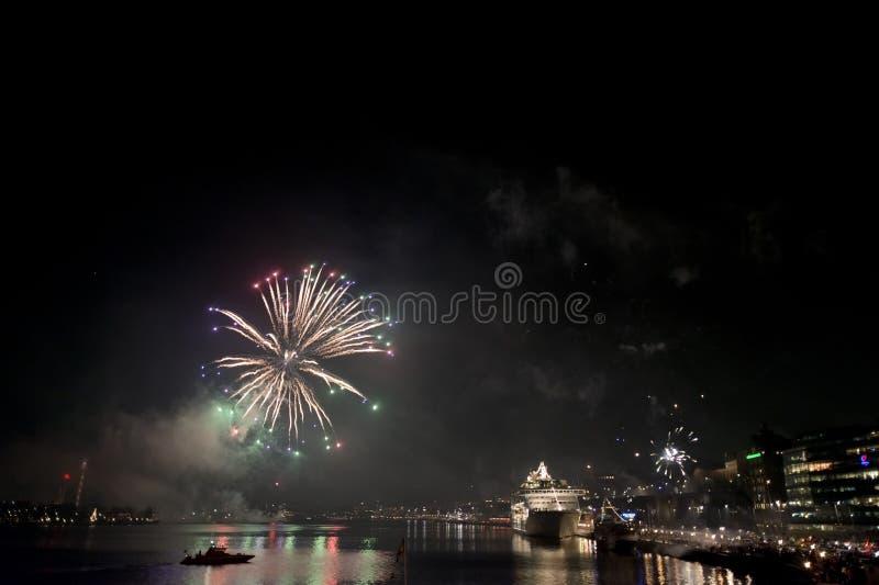 Fogos-de-artifício no porto sweden de Éstocolmo imagens de stock