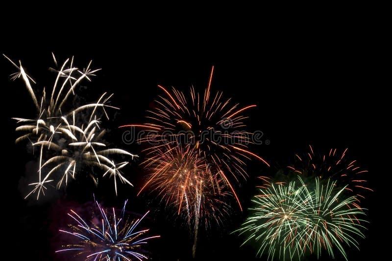 Fogos-de-artifício que explodem foto de stock
