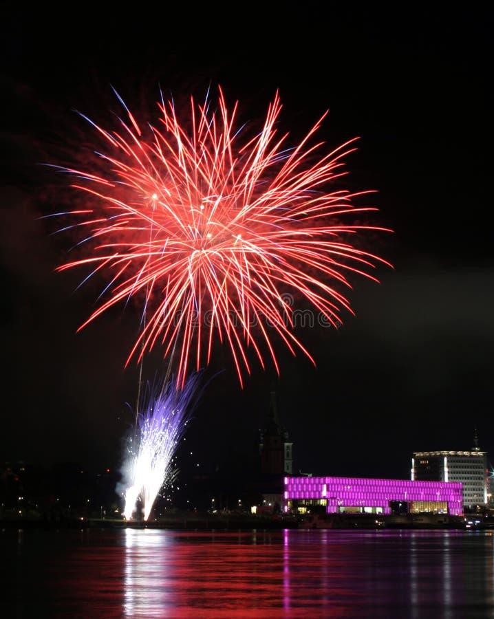Fogos-de-artifício sobre o Danúbio em Linz, Áustria #10 fotografia de stock royalty free