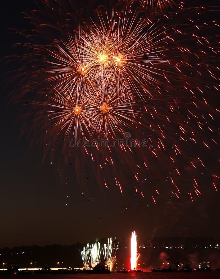 Fogos-de-artifício sobre o rio da cisne, Perth imagens de stock
