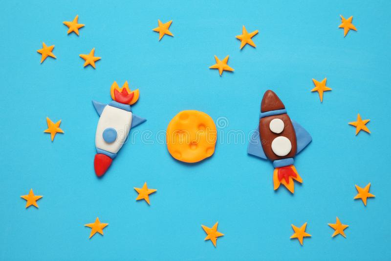 Foguete dois no espaço, na estrela, e na lua Arte da massa de modelar, desenhos animados foto de stock royalty free