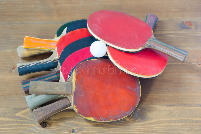 Foguetes coloridos, dispersados em uma tabela imagens de stock royalty free