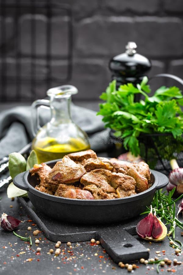 Foie de poulet frit à l'oignon images stock