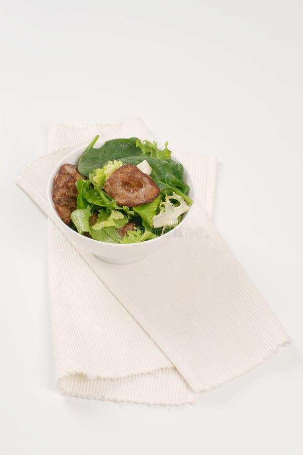 Foie frit par casserole avec des verts image stock