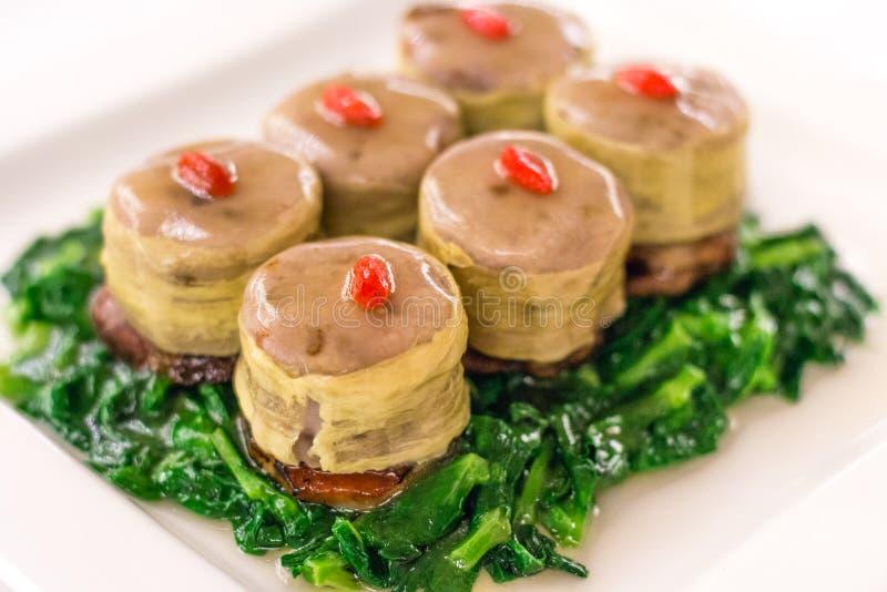 Foie gras Fígado Fígado de Ganso Francês grelhado a carvão com Char Siu e Taro fotografia de stock royalty free