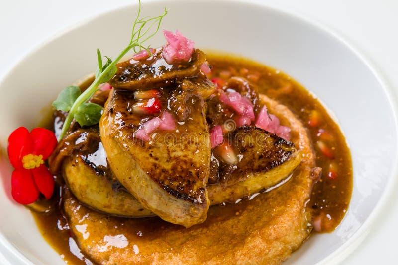 Foie gras med fikonträdsås arkivfoton