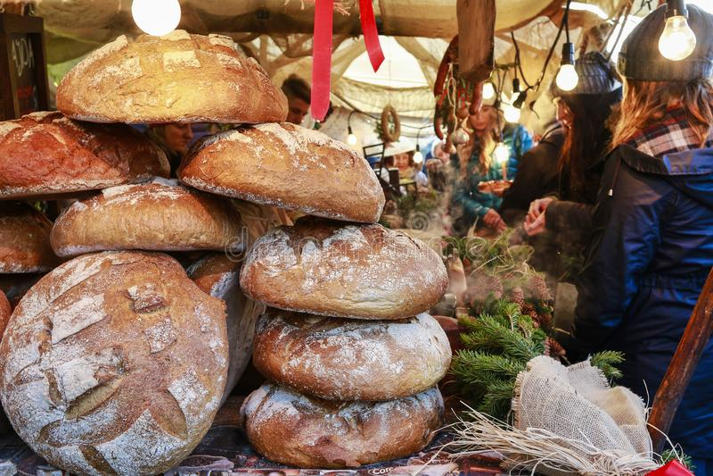 Foire annuelle de Noël à la place principale du marché à Cracovie, Pologne images stock
