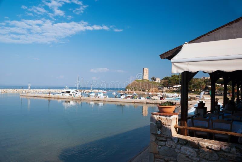 Fokea在Halkidiki半岛Kassandra的避暑胜地  免版税库存照片