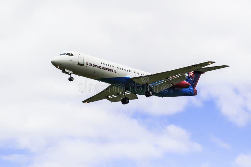 Download Fokker 100 imagen editorial. Imagen de águila, azul - 100527265