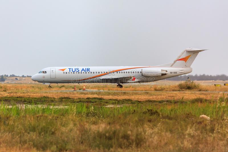 Fokker 100 del aire de Tus imagen de archivo