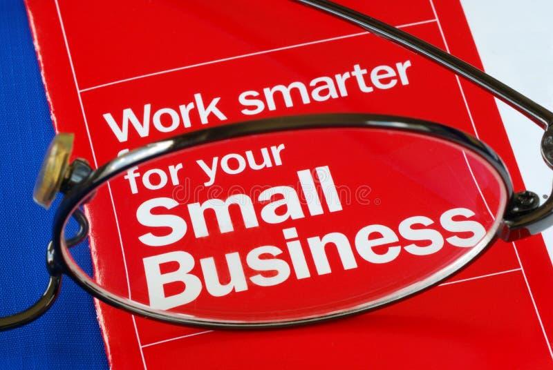 Fokus auf der Eindämmung mit Kleinunternehmen stockbild