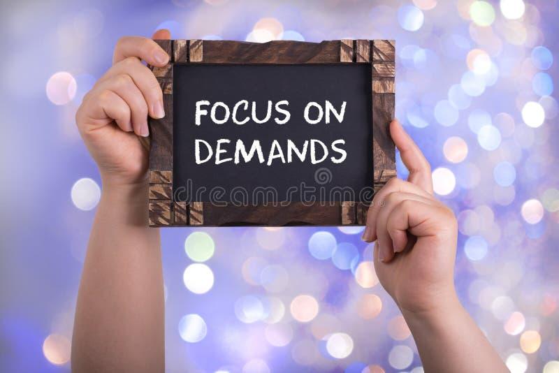 Fokus auf Nachfragen stockfoto