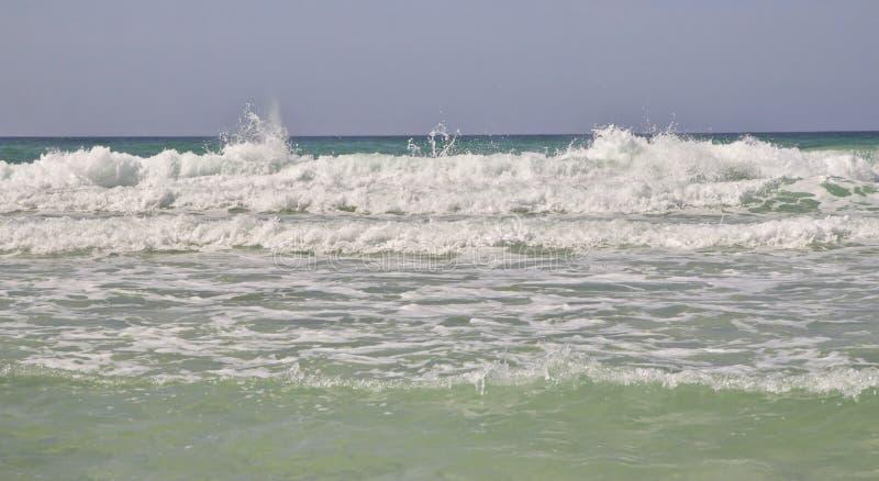 Fokus auf Welle auf dem Vordergrund lizenzfreies stockbild