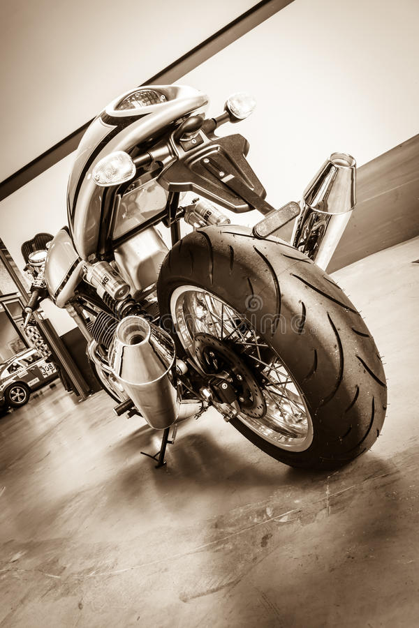 Folâtre le coureur de café de Norton Commando 961 de moto image stock