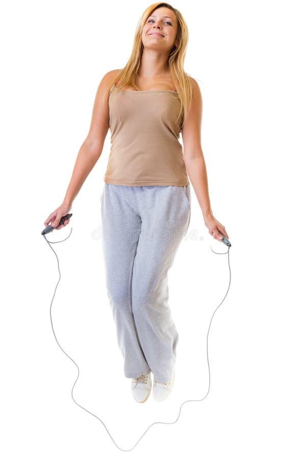 Folâtrez la fille faisant l'exercice avec la corde de saut de saut photographie stock