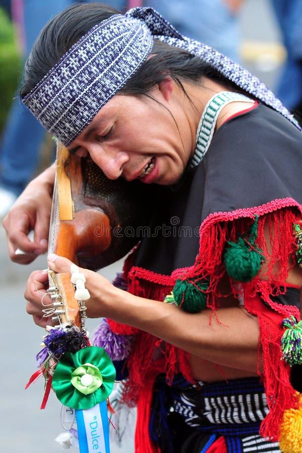 Folclore asteca no quadrado de Zocalo, Cidade do México fotos de stock