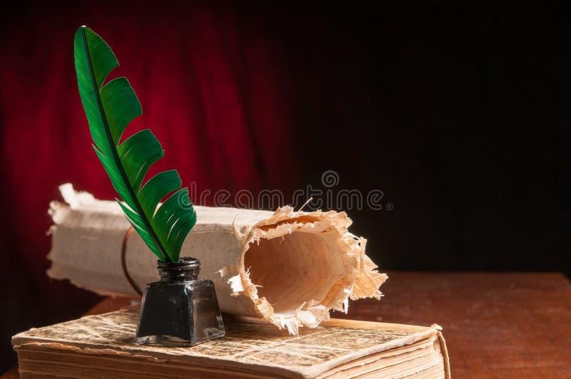 Download Folha da pena e do papiro imagem de stock. Imagem de papel - 65580583