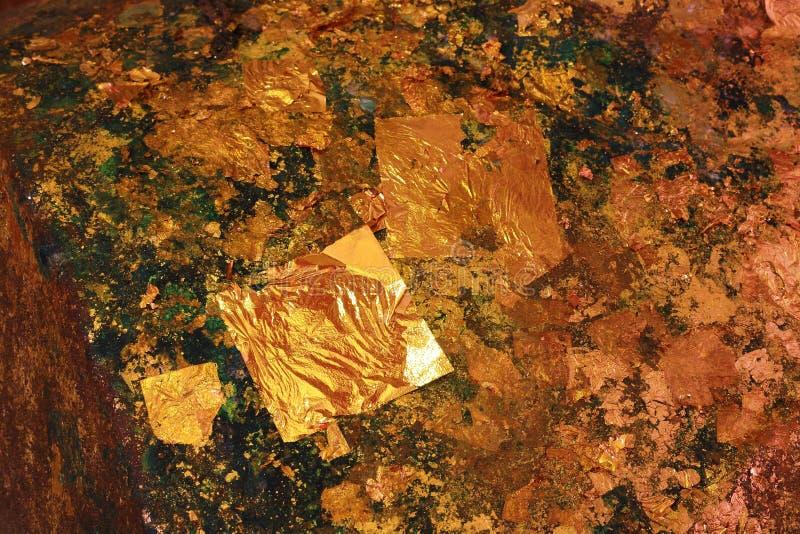 Folha de ouro, textura de papel do ouro fotografia de stock royalty free