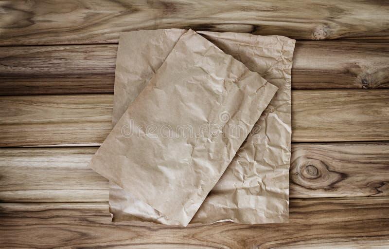 Folha de papel de cozimento ou de cozimento Crumbled imagens de stock royalty free